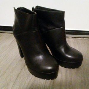 Shoes - Chunky heeled booties